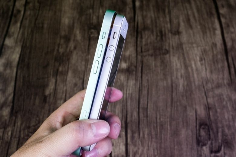 phím cứng iphone 12 mini vs iphone 5s