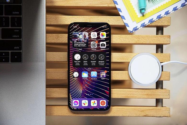 sạc magsafe bên cạnh iphone 12 pro max