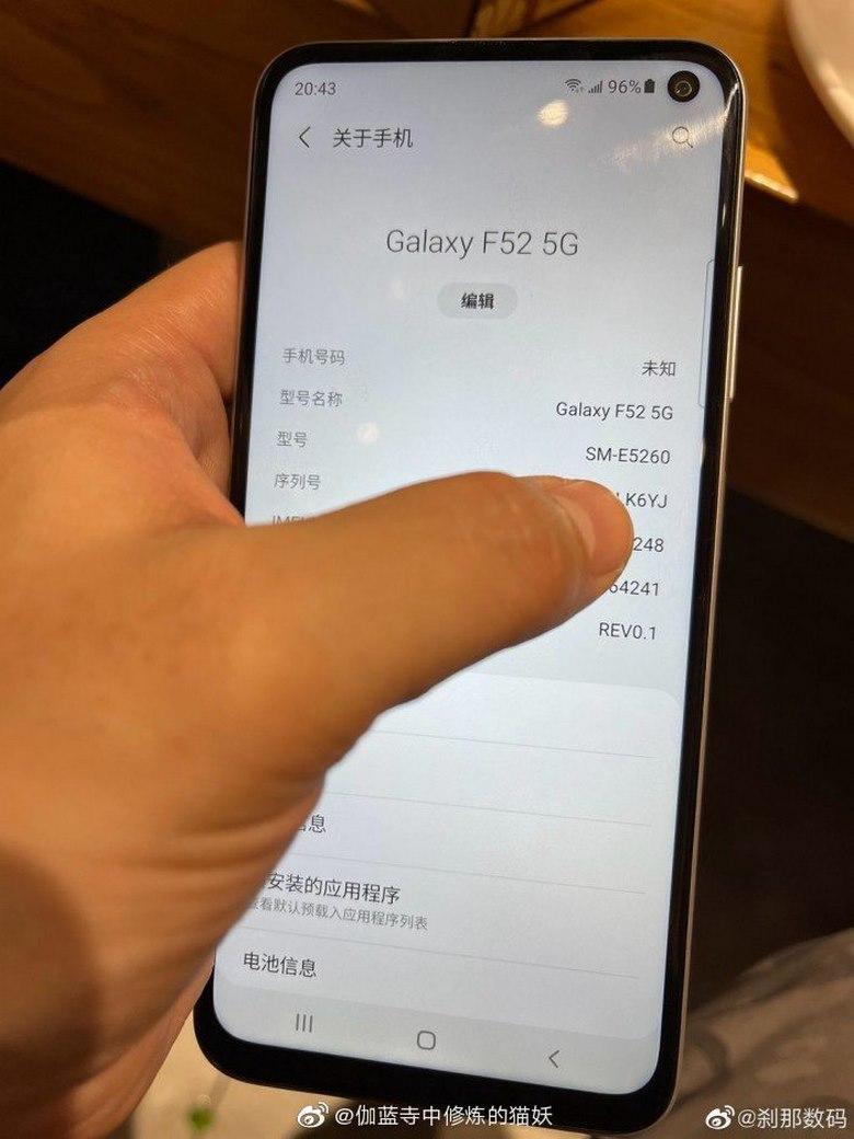 cạnh bên Galaxy F52 5G