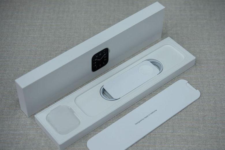 Đập hộp Apple Watch SE