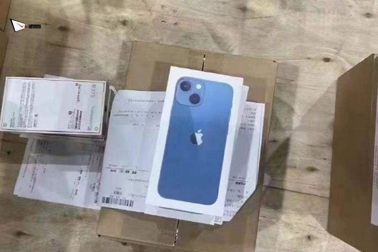 Lô hàng iPhone 13 Pro Max chuẩn bị chuyển đi