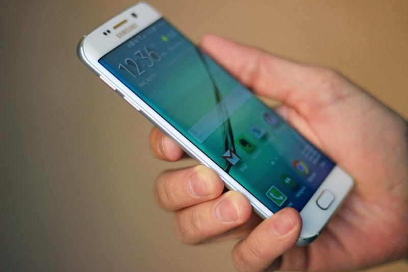 chọn mua Samsung Galaxy S6 Edge 3