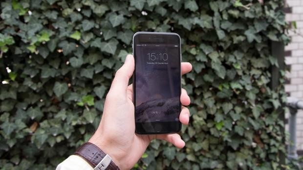Không sử dụng iPhone trong điều kiện thời tiết khắc nghiệt. Ảnh: Expertreviews.