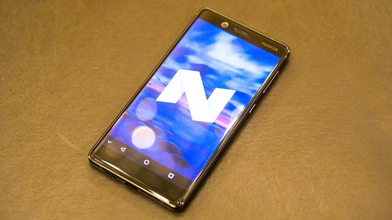 Phiên bản Nokia 7 màu đen bóng.