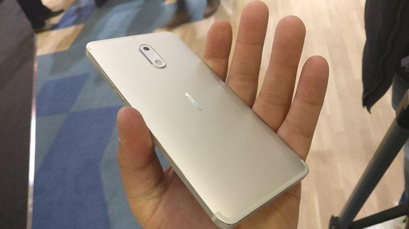 Ảnh thực tế Nokia 6 màu bạc