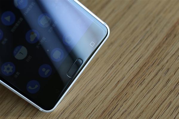 Trên tay Nokia 6 màu bạc giá 5 6 triệu: Đẹp và sang trọng