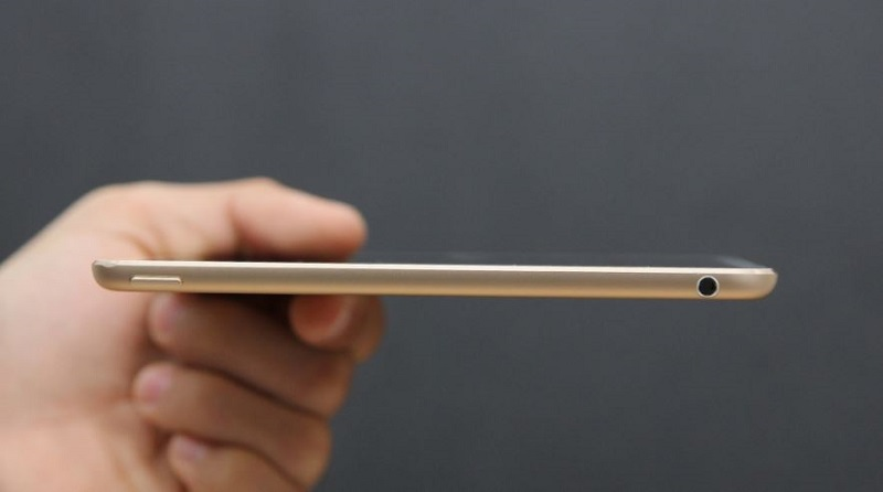 Cạnh trên iPad Mini 4