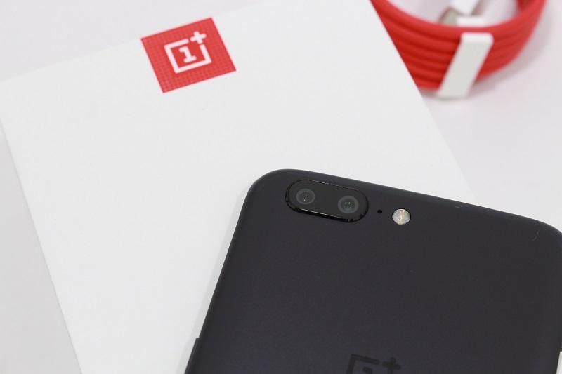 Đập hộp OnePlus 5: Mặt lưng
