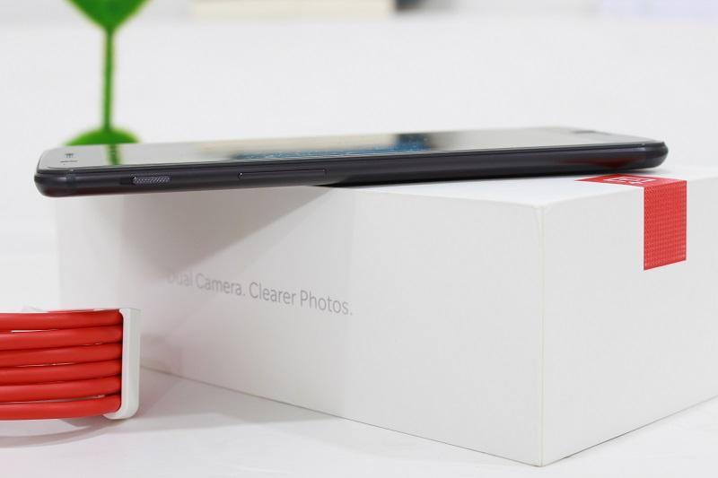 Đập hộp OnePlus 5: Cạnh trái