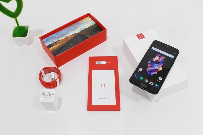 Đập hộp OnePlus 5: Phụ kiện