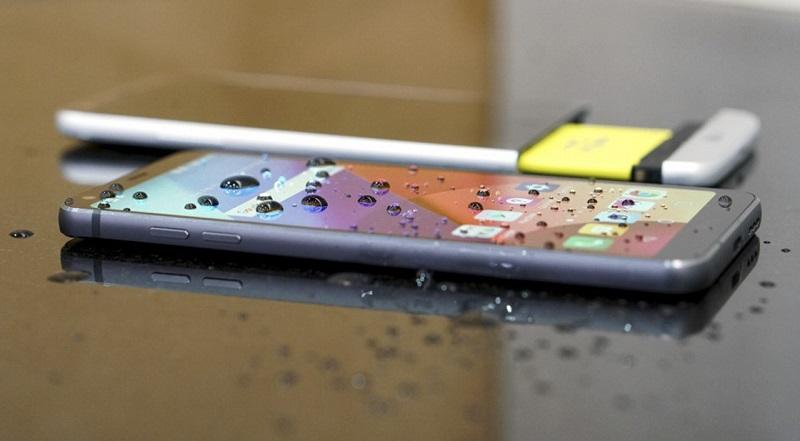 So sánh LG G6 với LG G5: Chống nước