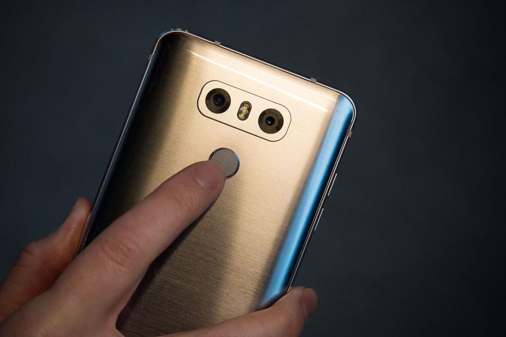 Đánh giá LG G6: Vân tay