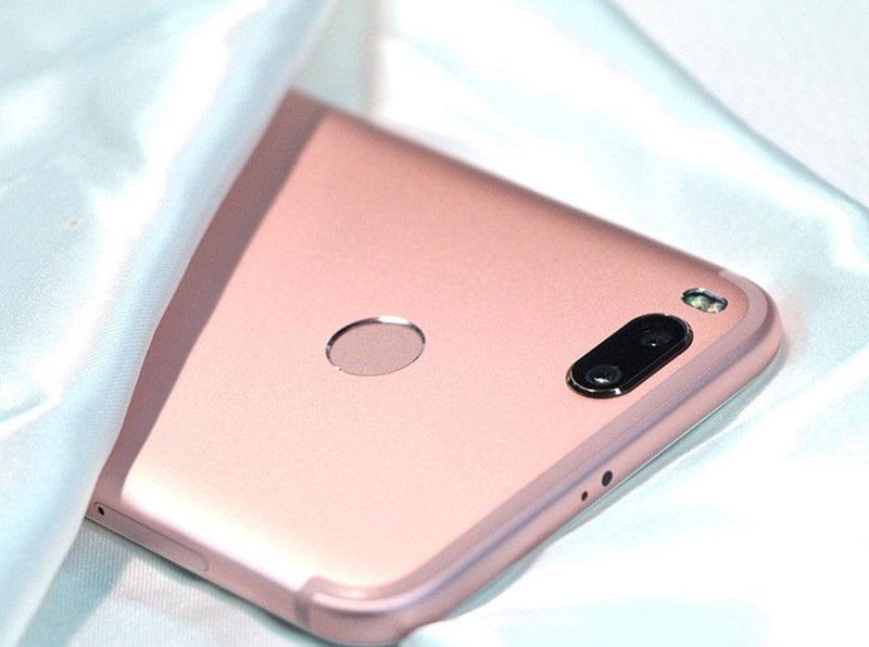 Cạnh trái Xiaomi Mi 5X