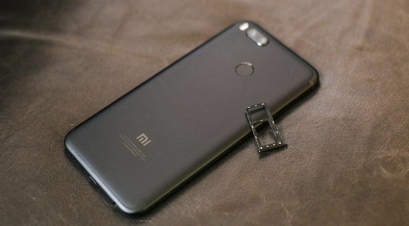 Đập hộp Xiaomi Mi 5X: Khe SIM