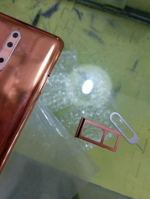 Khe SIM Nokia 8