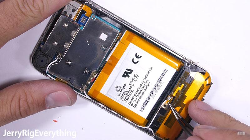 pin iPhone 2G