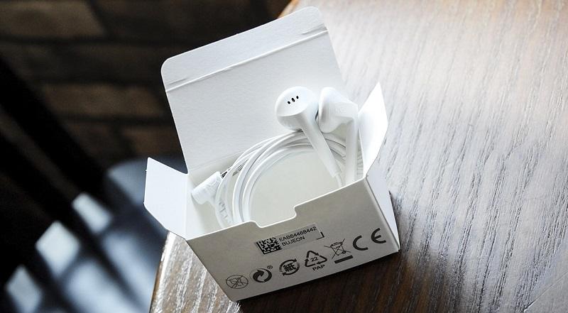Đập hộp LG Q6: Tai nghe