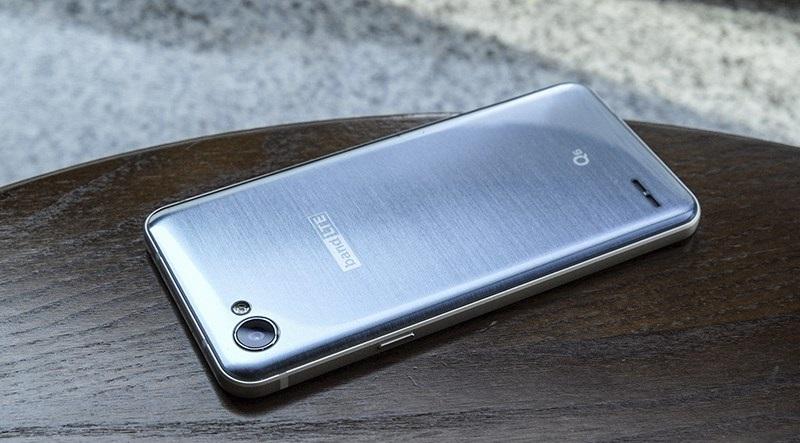 Đập hộp LG Q6: Thiết kế
