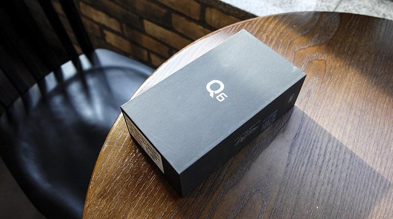 Đập hộp LG Q: hộp đựng