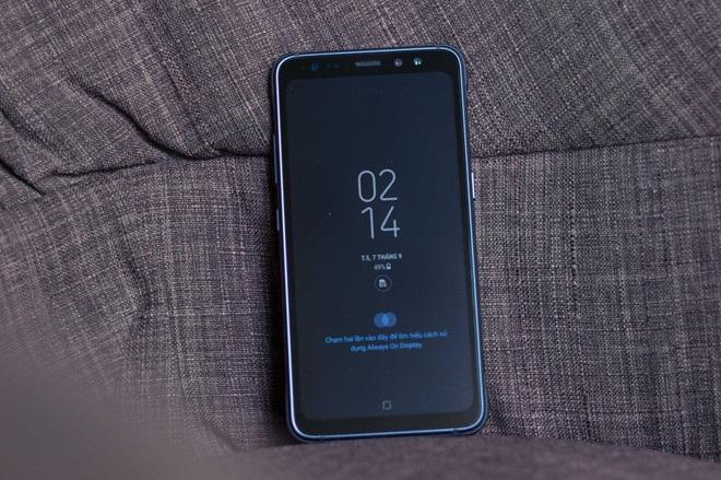 Đập hộp Samsung Galaxy S8 Active: Màn hình