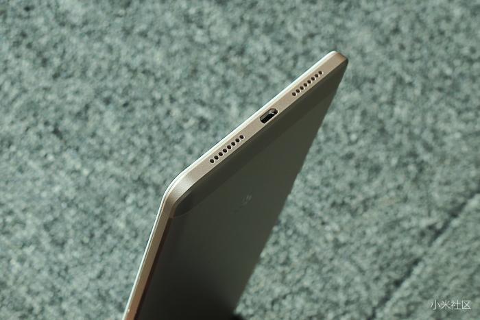 Cạnh dưới Xiaomi Mi Max là cổng microUSB