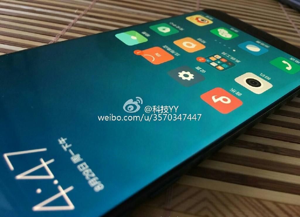 Xiaomi Mi Note 2 có màn hình cong tương tự như Samsung Galaxy Note 7