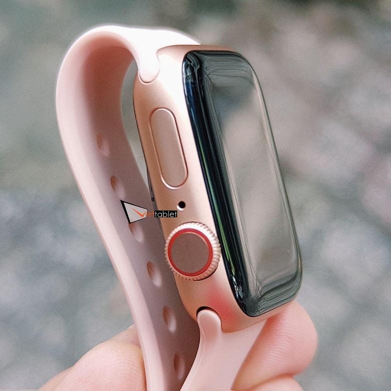cạnh bên của Apple Watch Series 4 (40mm) Chưa Active