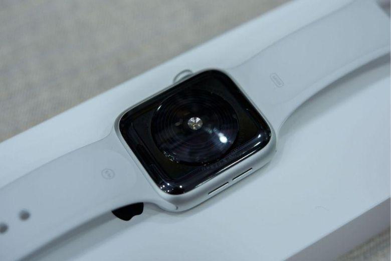 Apple Watch SE cảm biến