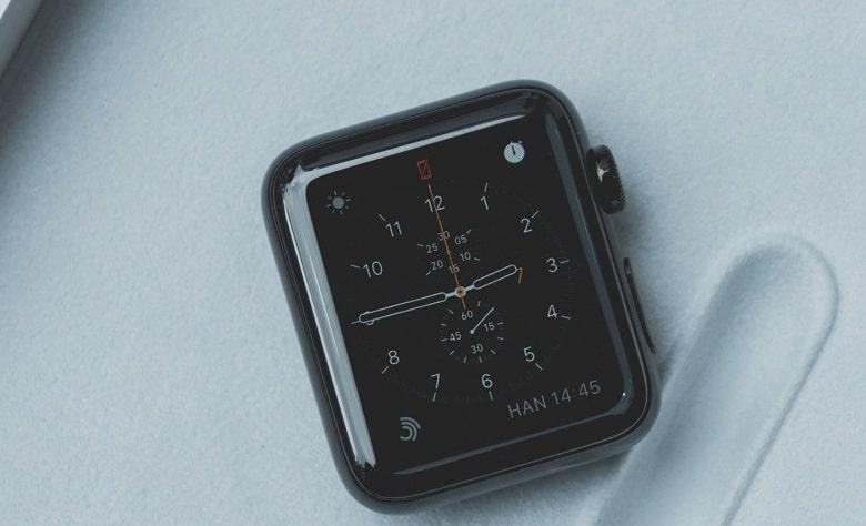 mặt trước Apple Watch Series 2 GPS (Thép)