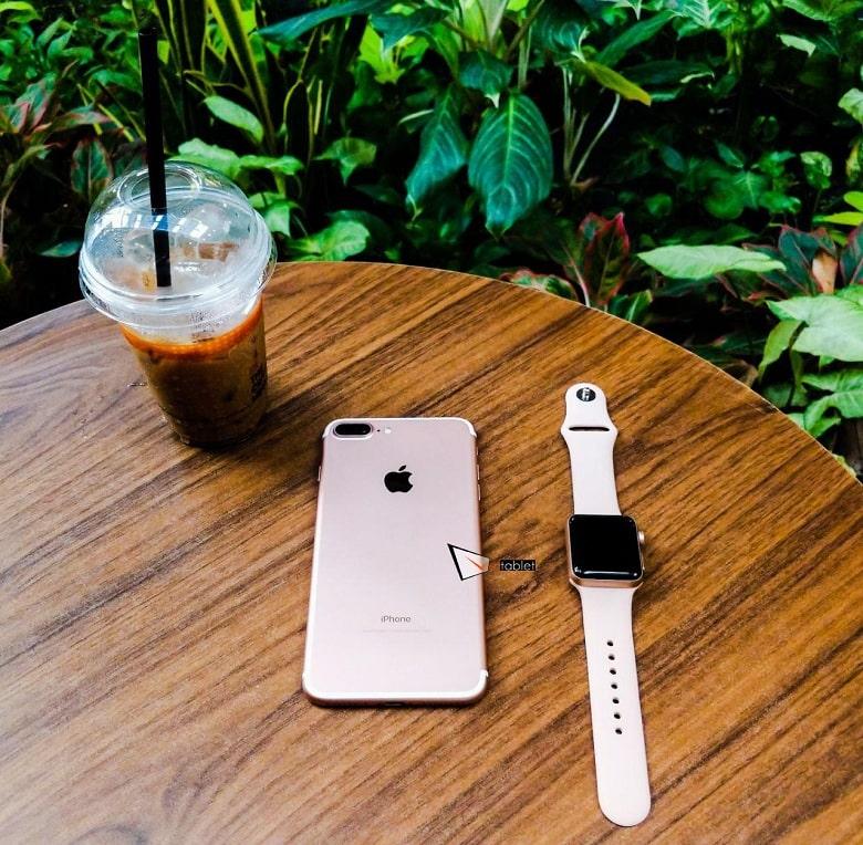 Apple Watch Series 3 (38mm) LTE Mới vs iPhone