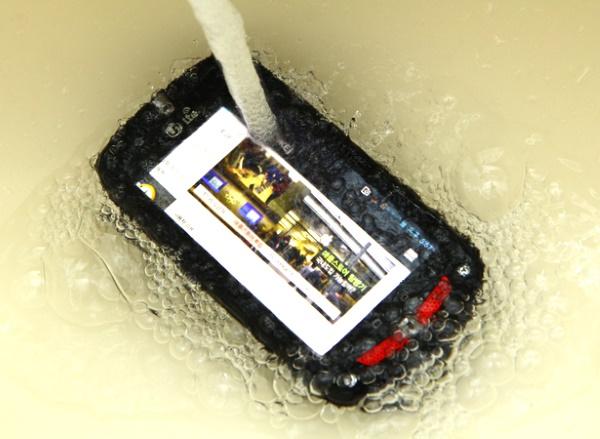 Casio G'zOne CA-201L siêu bền, chống nước