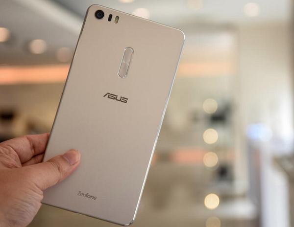 Mặt lưng Asus Zenfone 3 Ultra nổi bật với logo Asus
