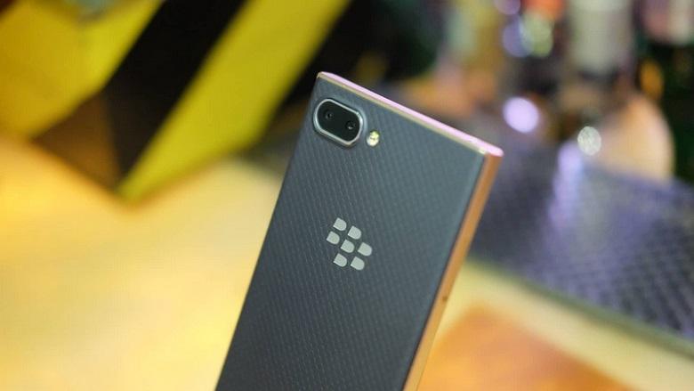 Blackberry Key2 LE sở hữu cụm camera kép
