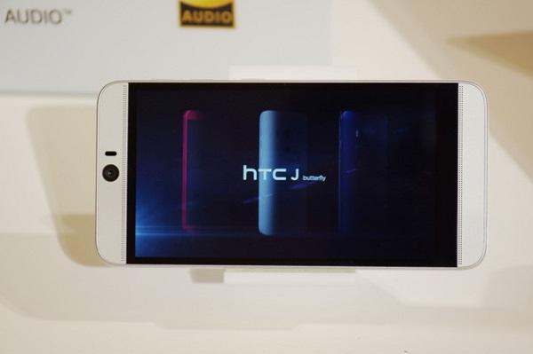HTC J Butterfly 3 HTV31 hỗ trợ đầy đủ các kết nối cơ bản