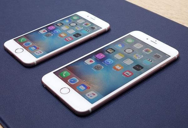 """iPhone 6S có thiết kế tương đồng với người tiền nhiệm, mặt sau có kí tự """"S"""" được gia cố tinh tế"""