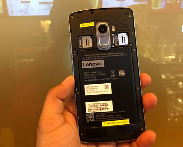 Lenovo K4 Note có thể tháo rời nắp lưng và pin dễ dàng