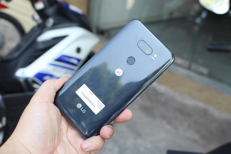Đánh giá thiết kế LG V30 Plus cũ