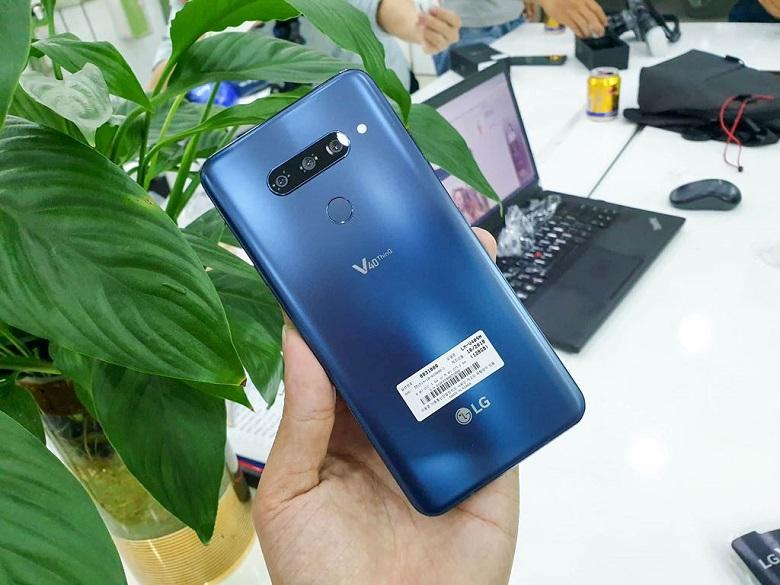 Mặt lưng của LG V40 ThinQ hạn chế tối đa việc bám dấu vân tay