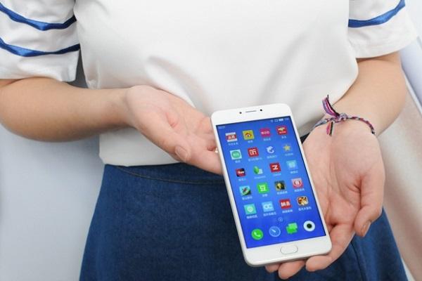 Màn hình rộng trên Meizu M3 Note mang đến trải nghiệm hình ảnh ấn tượng cho người dùng khi xem phim hay choi game