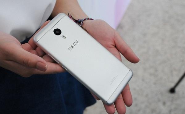 Mặt sau Meizu M3 Note có logo và camera 13MP