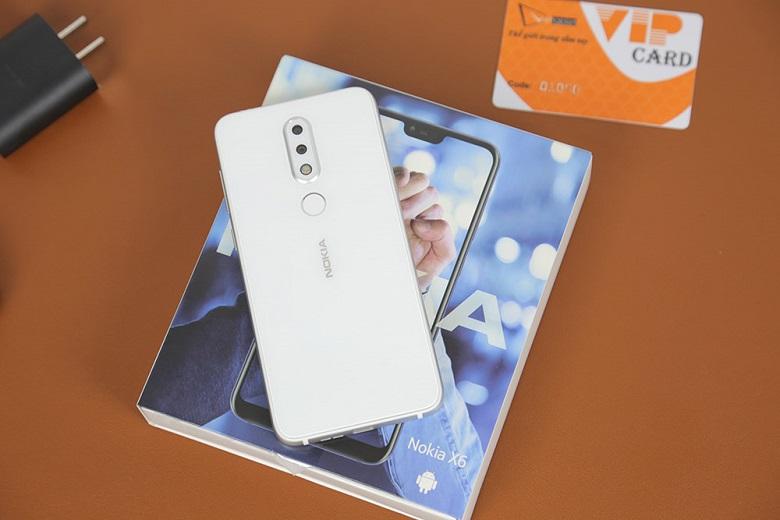 Nokia X6 trắng