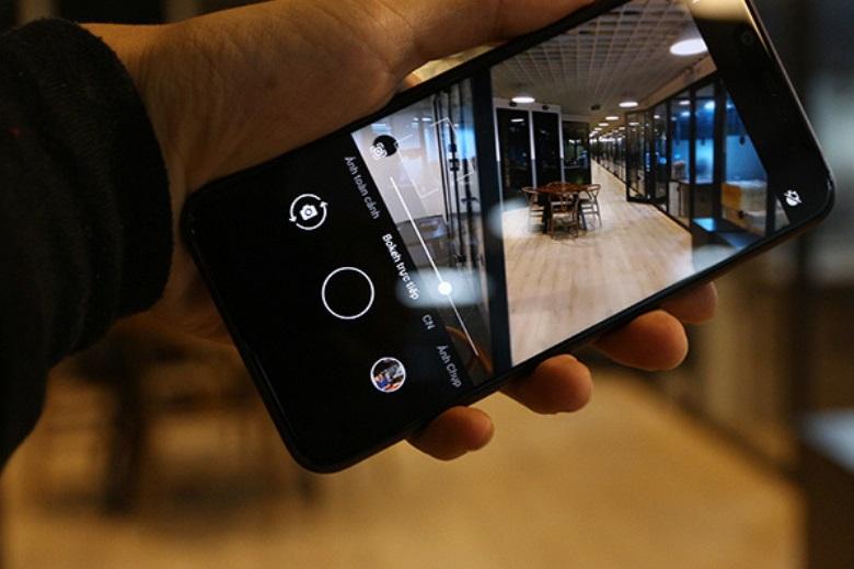 Camera sau Nokia X7 sử dụng ống kính Zeiss