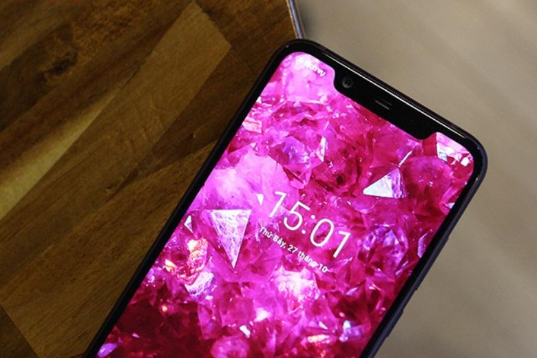 Màn hình Nokia X7 vẫn được trang bị tai thỏ
