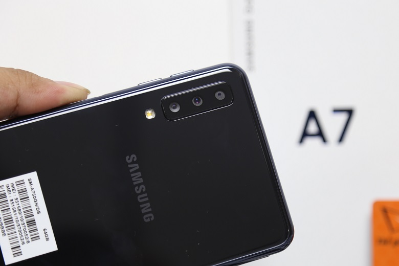 Camera sau Samsung Galaxy A7 2018