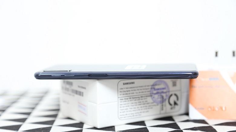 Cạnh phải Samsung Galaxy A7 2018