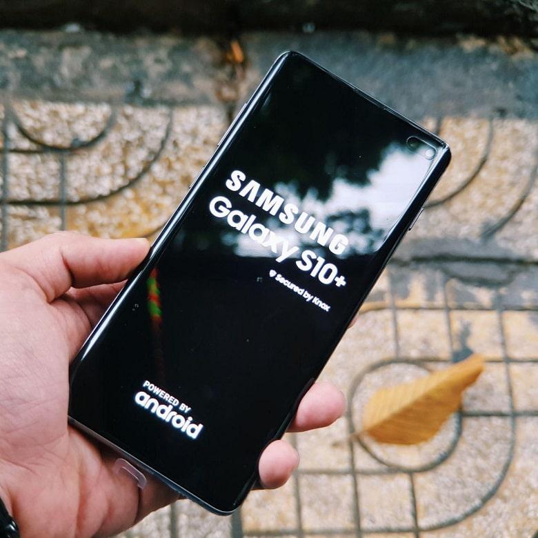 khởi động Samsung Galaxy S10 Plus cũ