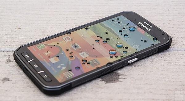 Samsung Galaxy S6 Active đạt chuẩn IP68 cho khả năng chống bụi và nước với độ sâu 1,5m trong vòng 30 phút