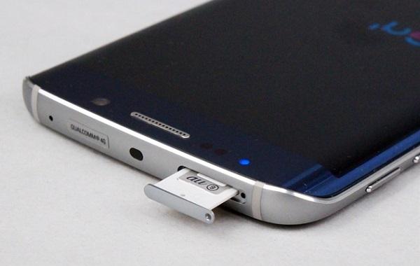Mặt trên Samsung Galaxy S6 Edge Au là khe cắm SIM