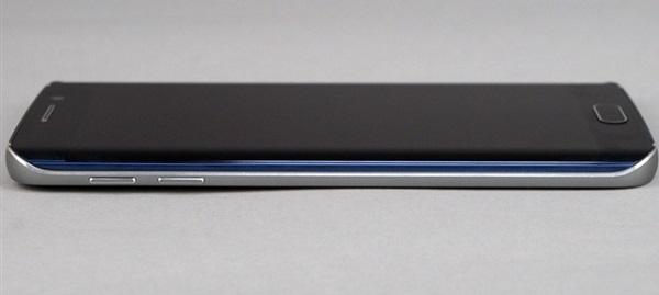 Cạnh trái Samsung Galaxy S6 Edge Au là nút tăng giảm âm lượng