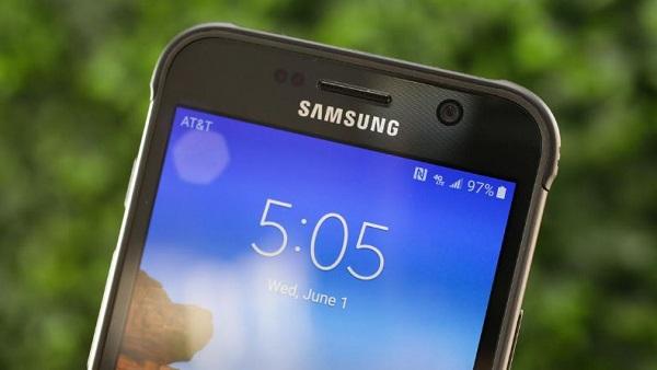 Samsung Galaxy S7 Active màn hình